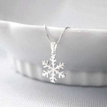 Snowflake Necklace, Bridesmaid Gift, Winter Necklace, Winter Wedding Necklace, Bridesmaid Necklace, Flower Girl Necklace, Gift for Her