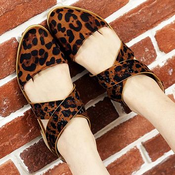 Fashionable new plus-size leopard-print pointy-toe low-heeled sandals