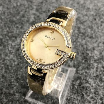 GUCCI New fashion round shell diamond and dial more letter couples watch