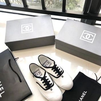 DCCKDV3 Chanel-Vintage white shoes