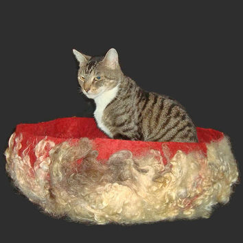Cat Bed Felted Wool Fleece Modern Primitive Cat Basket - Lincoln Corriedale on Red Hot Heather - Supporting Small US Farms - Ready to Ship