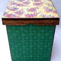 Green and pink versatile box