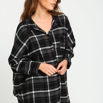 BLACK OVERSIZED FLANNEL BUTTON DOWN SHIRT