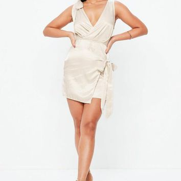 Missguided - Cream Silky Tie Front Shift Dress