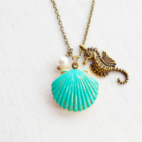 Shell Locket Necklace,Seahorse Necklace,Ocean Jewelry,Patina Brass Gold Locket,Scallop Shell Locket Jewelry,Beach Necklace,Keepsake