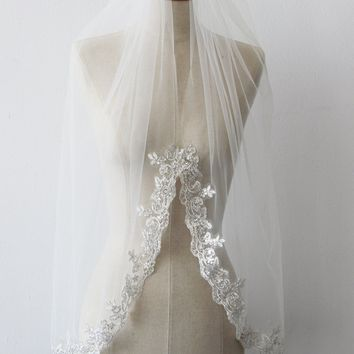 Appliques Lace Edge Short Wedding Veil With Comb Cheap One Layer Bridal