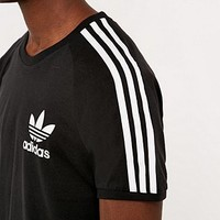 adidas Originals Archive Tee in Black - Urban Outfitters