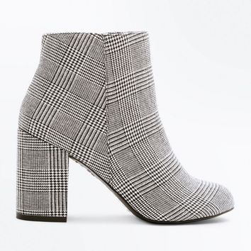 Black Houndstooth Check Block Heel Ankle Boots | New Look