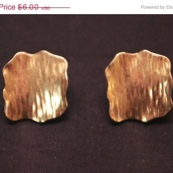 Gold tone vintage 90s women's fashion earrings. Teen trends, vintage costume jewelry. Metal post earrings, prom jewelery