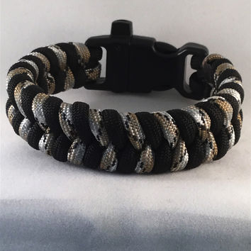Maurader Fishtail Paracord Bracelet with emergency Whistle Buckle