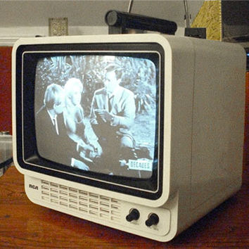 Mod CUBE Television Tv, RCA PLAYMATE-9 Portable B&W Model AER095, Works Great!