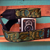 Leather camera strap with traditional Guatemalan embroidery - Paraíso (Paradise) in Green, Lime Green, Olive Green