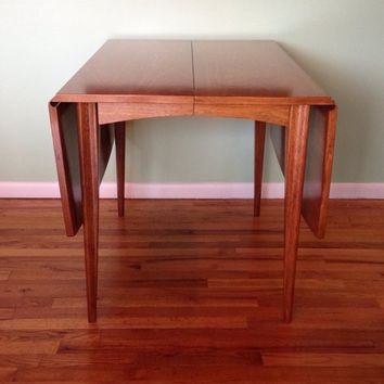 Broyhill Saga Drop Leaf Table