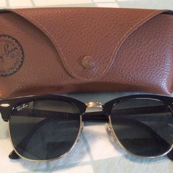 55d7244f181 Ray-Ban RB 3016 Clubmaster Unisex Sunglasses with Black Frame an