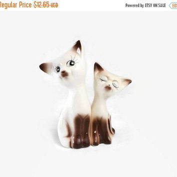 ON SALE - Siamese Cat Salt & Pepper Shakers, Vintage Kitchen Table Decor
