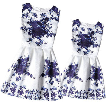 Mom Daughter Clothes Family Look Mother Daughter Dresses Family Matching Clothes for Summer Sleeveless Printed Family Dress