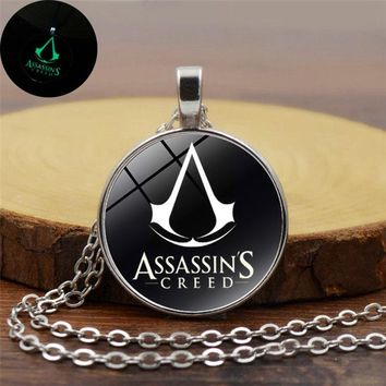 2017 New Cool Assassins Creed Luminous Necklace Glass Dome Cabochon Pendant Silver Chain Necklace Glow In The Dark Game Jewelry