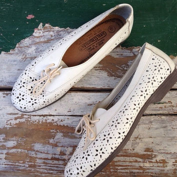 SPRING SALE 80s Oxford Saddle Shoes, Brogue,  Hipster Size US 8.5 / Euro 40 41 / Uk 7 Womens White Leather Shoes, Lace Up Flats, Preppy Prep