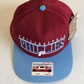 DCCKIHN AMERICAN NEEDLE PHILADELPHIA PHILLIES RETRO MAROON SNAPBACK ADJUSTABLE HAT