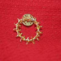 Vintage Golden Wreath Pin, Gold Tone Wrapped Wreath Pin