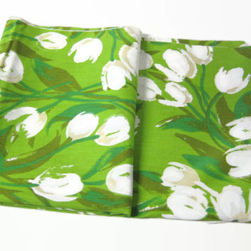 "Vintage New Table Cloth Leacock & Company White Tulips Bright Green Background 83"" x 57"""