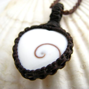 Shiva Eye Shell Necklace / White / Spiral / Shell necklace / Mothers day / #women #summerjewelry #stonependant #wearableart #seashell
