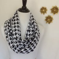 Black and white houndstooth Infinity scarf, Black and White infinity scarf, jersey knit scarf, infinity scarf bridesmaid gift