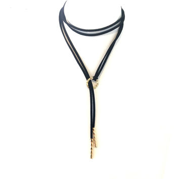 In The Loop Wrap Necklace In Black