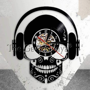 Skull Music Headphones DJ Wall Art Scary Skull Wearing Headphones Home Decor Musical Skull Vinyl Record Wall Clock Wall Watch