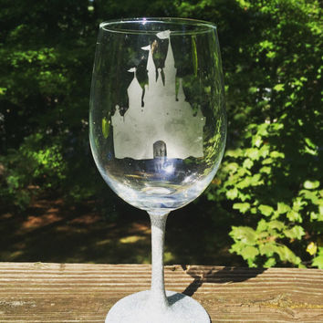 Castle etched wine glass