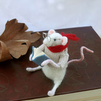 Needle Felted Animal - Christmas Decoration - Little Mouse Reader -Needle Felted Art Doll - Waldorf animal