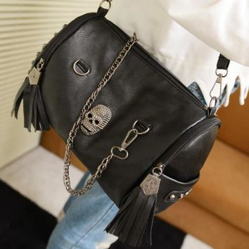 new 2016 fashion european and american style women handbags tassel skull chain bag pu leather shoulder messenger bags 851