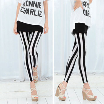 Black & White Vertical Stripes Legging