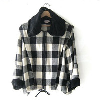 STOREWIDE SALE... 80s checkered winter coat. huge collar. womens jacket.