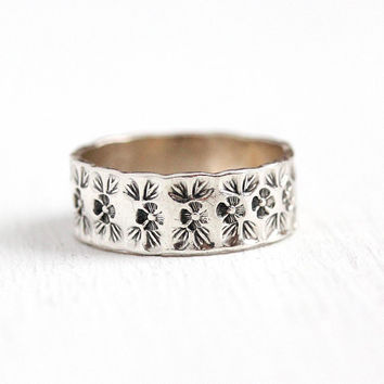 Vintage Flower Ring - Sterling Silver Floral Leaf Motif Eternity Band - Size 6 3/4 Retro 1950s Cigar Band Leaves Nature Stacking 50s Jewelry