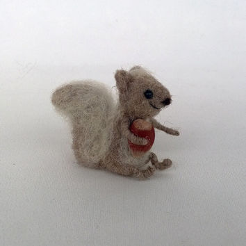 Chipmunk toy Squirrel miniature hazelnut Tiny cute animal Art doll Waldorf doll Animal figurine Dollhouse mini Woodland Needle felt squirrel