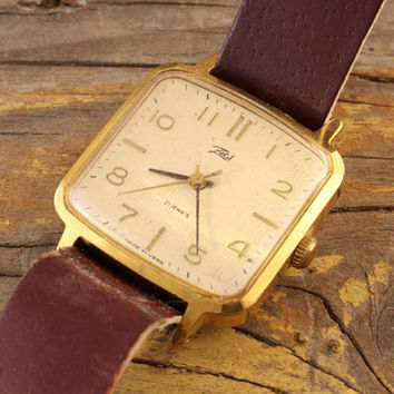 Vintage Zaria womens gold plated watch russian watch ussr cccp
