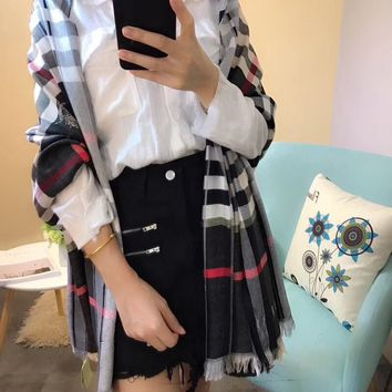 2017 autumn and winter the latest Burberry plaid pattern latest high-end scarf