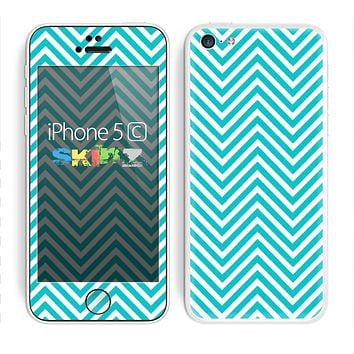 The Trendy Blue & White Sharp Chevron Pattern Skin for the Apple iPhone 5c