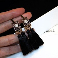 VONE05E Women Exaggeration Retro Pearl Tassel Eardrop Temperament Palace Style Long Section Stud Earring