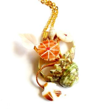 Vintage Shell Vase Necklace - Flower Vase Pendant - Beach Souvenir - Mermaid Style - Ocean Sea - Kitsch Unique Gift - Gold Tone Chain