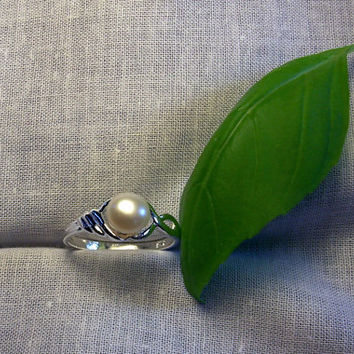 Pearl Ring Fresh Water Pearl Ring in a Sterling Silver Setting