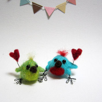 Miniature lovebirds, tiny chicks, needle felted, bird couple, with hearts, cake toppers, anniversary gift, spring chicks