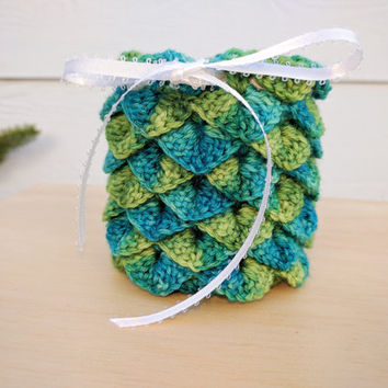 Dragon scales dice bag - DnD dice bag - gifts for gamers - cute dragon egg bag - green & blue crocheted pouch - birthday gift drawstring bag