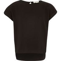 River Island Girls black short sleeve dipped hem t-shirt
