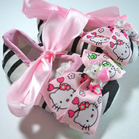Zebra baby shoes, girls Hello Kitty inspired crib shoes, soft baby shoe, pink zebra print, light pink bow