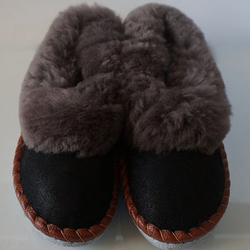SALE !!! Men's leather SLIPPERS, lined with 100% Natural wool SHEEPSKIN and comfy! Good gift!! Halloween