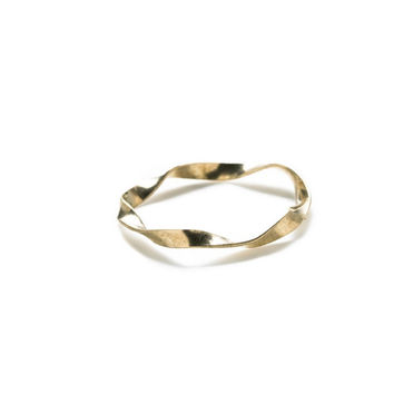 By Boe: Single Twisted Flat Ring