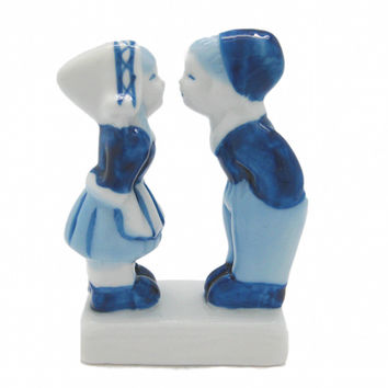 Kissing Couple Delft Blue Figurine