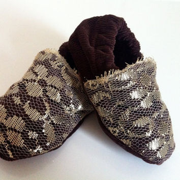 Vintage gold lace and chocolate brown baby party shoes, 6-12 months. Stunning.